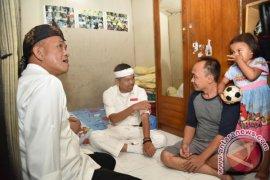 Dedi Mulyadi Sambangi Rumah Penjual Kaos Persib