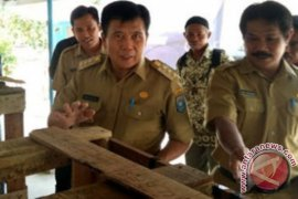 Pemkab Bangka Tengah salurkan bantuan 2.000 bibit ikan nila