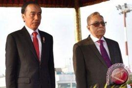 Jokowi letakkan karangan bunga di Martyrs Memorial Bangladesh
