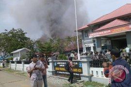 LP Banda Aceh rusuh dan terbakar