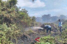 BPBD Singkil padamkan lahan gambut terbakar