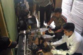 "Polisi Sita 5 Jutaan Butir Pil ""PCC""  di Sidoarjo (Video)"