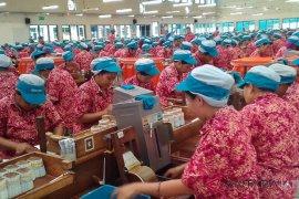 Ribuan karyawan perusahaan di Kudus mulai dipekerjakan kembali