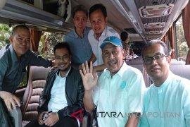 Cek Kesehatan Tiga Paslon Kompak Naik Bus (Video)