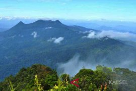 Mapala from across Indonesia explore Mt Meratus