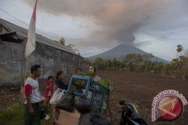 Gunung Agung empat kali meletus
