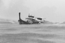 Tim gabungan evakuasi ABK kapal tenggelam