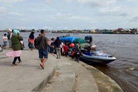 Kapal cepat Pontianak-Sukadana lanjutkan perjalanan meskipun sempat bocor