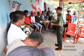 Danrem Binaiya Kunjungi Tukang Ojek di Ambon