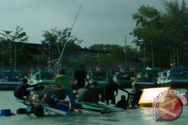 HNSI Bangka bantu nelayan yang kapalnya tenggelam