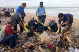 Aqua dorong masyarakat Bali kelola sampah plastik