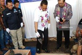 Buwas-Pakde Karwo Letakkan Batu Pertama Pembangunan Gedung BNNP Jatim (Video)
