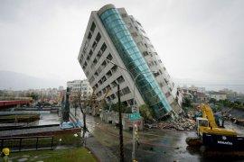 67 orang  masih hilang setelah gedung roboh di Taiwan
