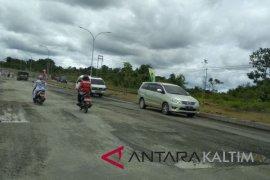 Keluhan warga Penajam terkait jalan rusak terabaikan