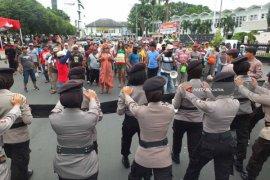 Simulasi Pengamanan Pilkada Jatim di Jember Diwarnai Penyanderaan KPU (Video)