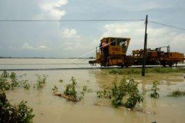 Rel Kereta Api terendam banjir