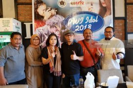Indah Kurnia Vokal Wartawan Jatim Berkarakter