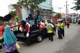 Police Stop Pickup Carries Sasirangan Festival Participants