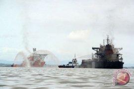Kapal Tanker terbakar di Balikpapan