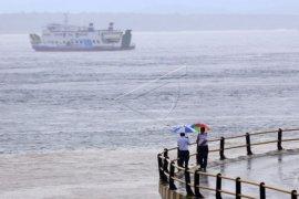 Cuaca buruk, penyeberangan Selat Bali tutup