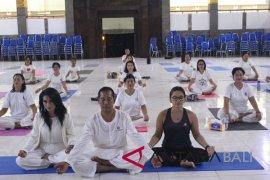 Undiksha gelar 'Yoga Dangdut' bersama Cucu Cahyati
