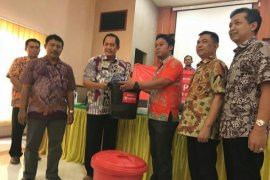 Bank Sampoerna-Sahabat UKM Bersih-bersih Pasar Citra Niaga Jombang
