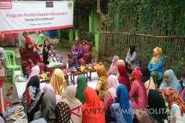 Peringati Kartini Alfamart bantu pemberdayaan perempuan Cikarawang (Video)