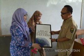 BIG bagi-bagi peta dan atlas di Sukabumi