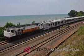 Kereta api mampu berjalan maksimum dengan B20