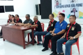 Ketua KBK Keuskupan Manado saat melantik pengurus KBK Palu Page 4 Small
