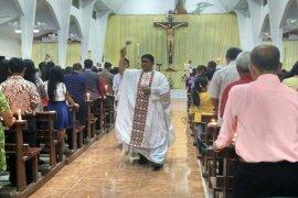 Suasana Malam Paskah Gereja Katolik Sulut Page 2 Small