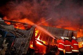11 ruko di Pasar Selakau terbakar