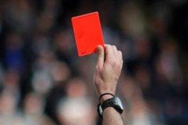 Mantan wasit final Piala Dunia mengundurkan diri