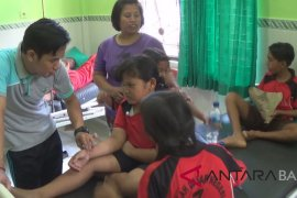 Belasan siswa SD di Jembrana keracunan susu