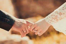 Penjelasan dokter terkait anjuran jaga jarak fisik terkait corona dan hubungan intim