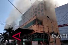 Hotel Novita Jambi terbakar (video)