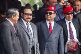 Prabowo dan Gatot duduk berdampingan di HUT Kopassus