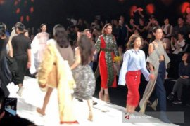 """Shanghai Fashion Week"" Disemarakkan Dua Pelajar Indonesia"