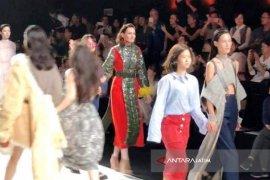 2 Indonesian Student Envliven Shanghai Fashion Week