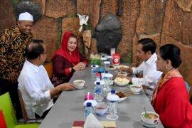 Presiden Jokowi sarapan di rumah makan soto Pak Man