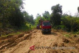 Karawang hentikan kegiatan galian tanah merah ilegal