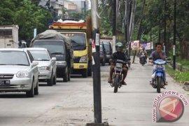 PLN relokasi 15 tiang dari jalan Bekasi