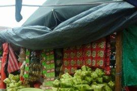 Perajin anyaman ketupat mulai bermunculan