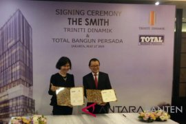 "Rampungkan ""The Smith"" Triniti Gandeng Total"