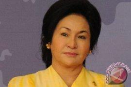 Kontras Berlian Rp381 Miliar Istri Najib dan Sepatu Rp42 Ribu Mahathir