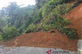 Lintas tugu kilometer nol Sabang ditutupi longsor
