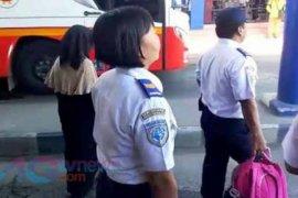 Gara-gara Pakai Cadar, Gadis Ini Diturunkan Dari Bus