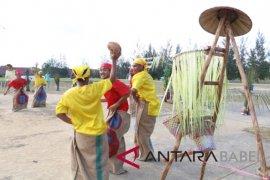 Ratusan peserta meriahkan festival olahraga tradisional di Muntok