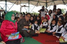 Pj Bupati Luncurkan Gerakan Nasional Membaca  Buku