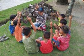 Peran aktif keluarga dalam pendidikan anak merupakan suatu keharusan
